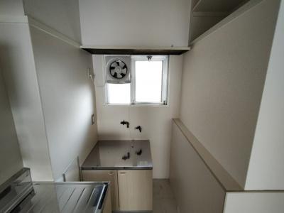 コンロ置場が別にありますので、調理スペースが広く取れますね♪