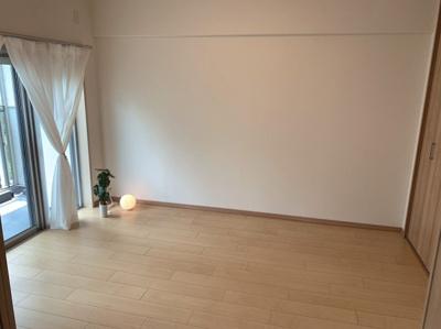 落ち着いた色調の洋室です。使いやすい6帖のお部屋です。