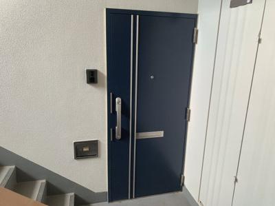 玄関扉の部分です。