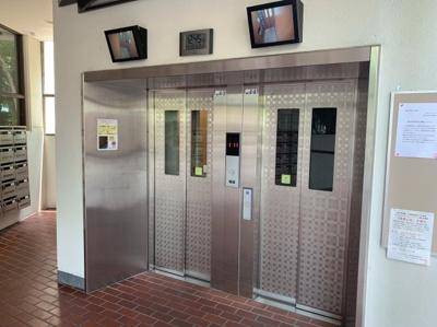 エレベーターは2基あるので、忙しい時間の混雑が緩和できます。