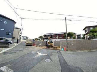 前面道路は5.1mから5.8mの公道です。