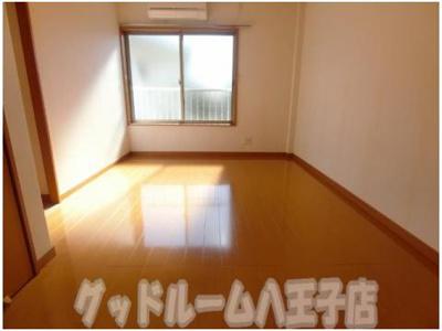 【居間・リビング】ハイツイシカワ