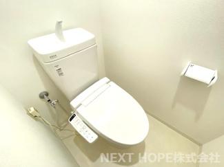 新品のトイレです♪温水洗浄便座です!気持ちよくご入居していただけます(^^)