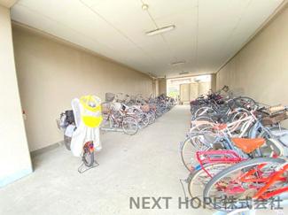 駐輪場です♪大切な自転車を雨から守ってくれますね(^^)