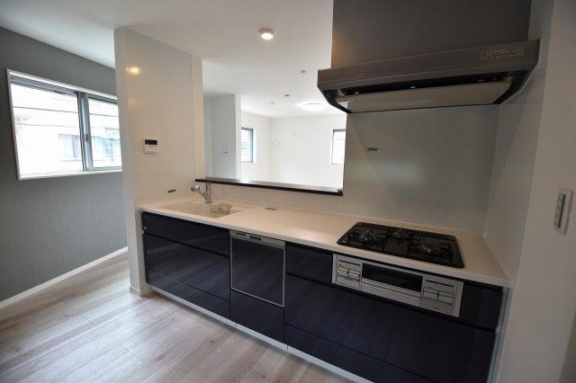 機能充実のシステムキッチンは食洗器も付いてます。