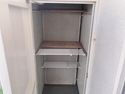 バルコニーにも収納スペースがあります。