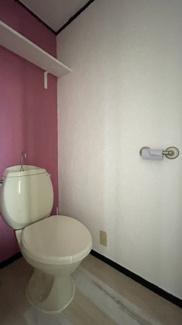 アクセントクロスがあり、気になるトイレも大変オシャレです♪