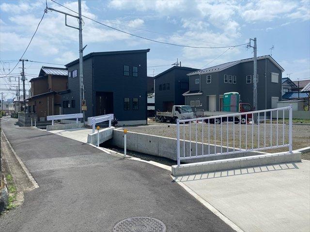 【前面道路含む現地写真】新築一戸建て「開成町延沢」全3棟/残3棟