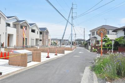 【前面道路含む現地写真】鴻巣市原馬室 新築分譲住宅 全6棟