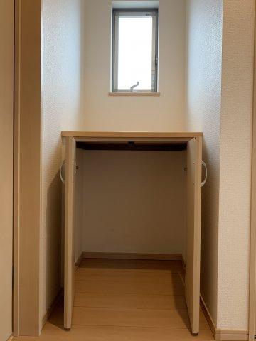 2階廊下の収納スペース