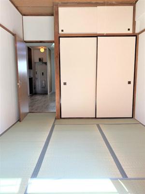 和室の居間です。カーペットを敷けば洋間に