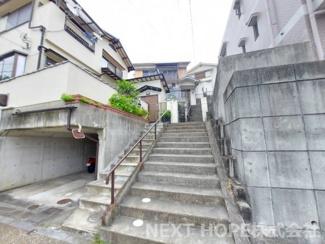 外階段の専用通路です♪