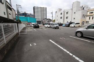 敷地内駐車場です。空き状況はご確認下さい。