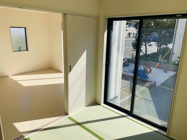 【同仕様施工例】4.5帖 掃き出し窓で陽だまりの暖かさを感じお庭を眺めてゆっくりできます。
