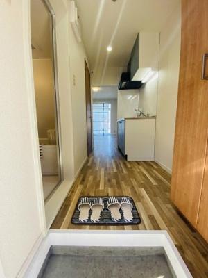 玄関から室内への景観です!キッチンの奥に洋室7.5帖のお部屋があります♪※参考写真※