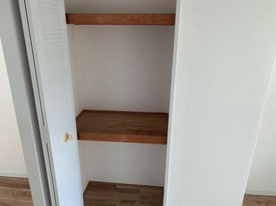 洋室の収納スペースです。