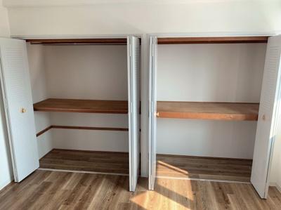 使いやすい大きな収納スペースが2つあります。