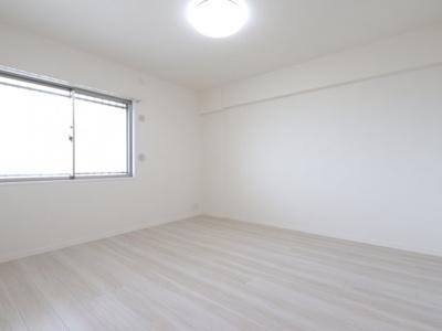 落ち着いた色調の洋室です 吉川新築ナビで検索