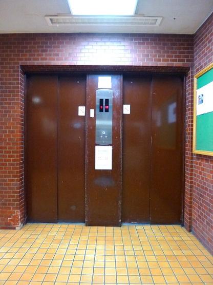 エレベーター2基で混雑解消です