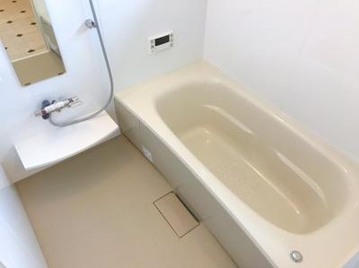 窓がある明るい浴室です♪