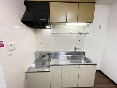 吊戸棚もあるキッチンです