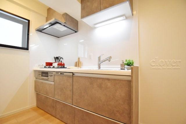 物件のお問い合わせは、 0120-700-968までお気軽にどうぞ! キッチン 食洗機付き 三口ガスコンロ