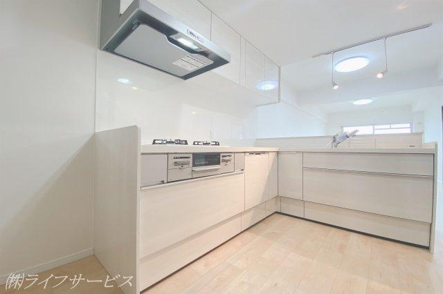 食器洗浄乾燥機、浄水器付のカウンターキッチン 収納にはストッパーがございます