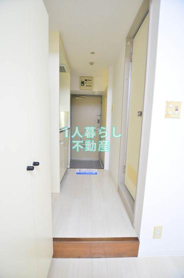 お部屋から玄関を見て