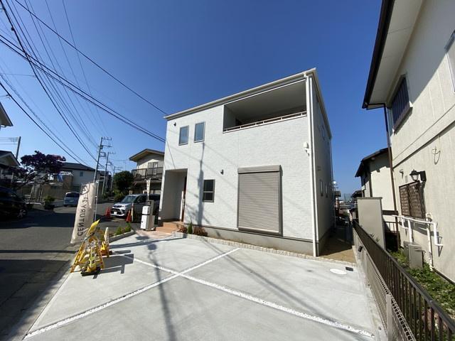 東葉高速線「北習志野」駅徒歩15分新京成線「薬園台」駅徒歩12分の全1棟の新築一戸建てです。2線3駅利用可能で通勤通学にとても便利です。