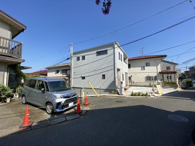 敷地は約38坪で駐車スペースは2台可能(車種によります)です。