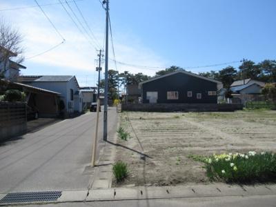 【前面道路含む現地写真】能代市松美町・売地