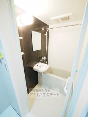 追い焚き・浴室乾燥など機能充実!アクセントパネルのおしゃれなバス・ルーム♪