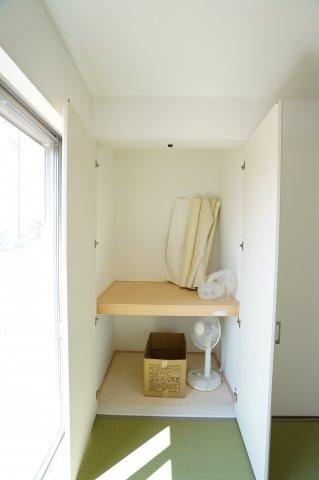 【同仕様施工例】座布団やお布団、季節物家電など収納できます。