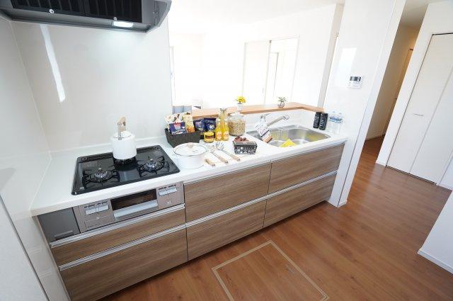 【同仕様施工例】キッチン下のスライド収納でお鍋やフライパンもすっきり片付けられます。