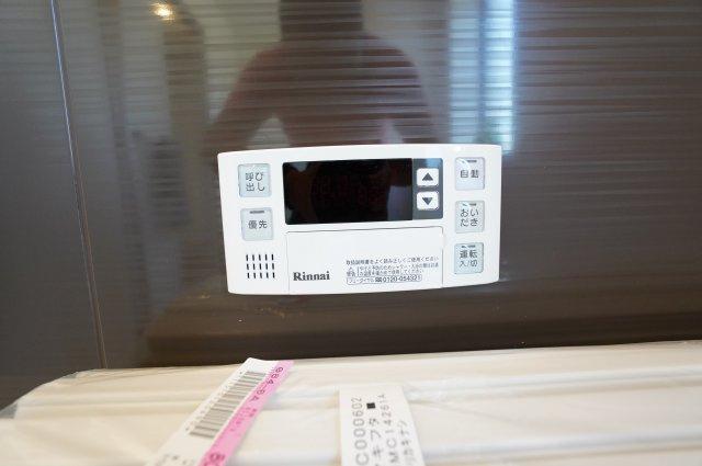 【同仕様施工例】追い焚き機能付きです。浴槽内のお湯が冷めてしまってもすぐに温め直せます。
