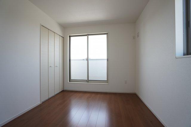 【同仕様施工例】窓もあるので採光と通風がいいのでお部屋です。