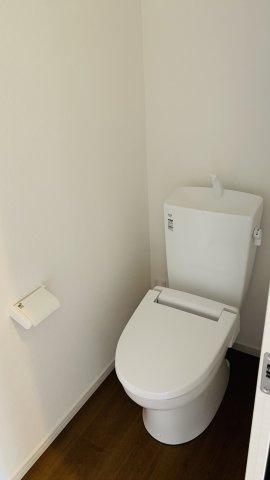 2階トイレ 窓があるので換気ができます。