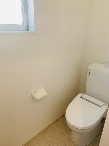 【同仕様施工例】給湯器リモコンです。お風呂を沸かしたいとき『ピッ』と押すだけです。