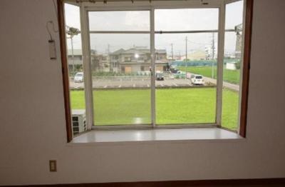 出窓付きで明るいですね