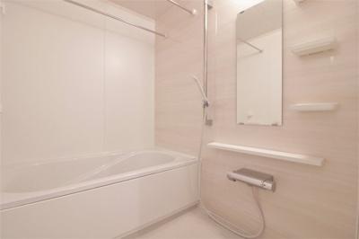 きれいな浴室乾燥機付きお風呂です