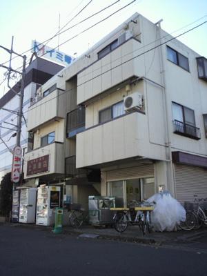 左側の自販機は撤去されていて、店舗として賃貸中です。