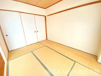 和室6帖です♪バルコニーに面した明るく開放的な居室です♪お好きなリフォームを楽しんでみませんか?