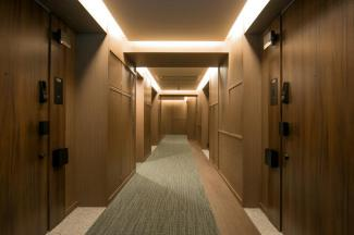 高級感溢れる内廊下