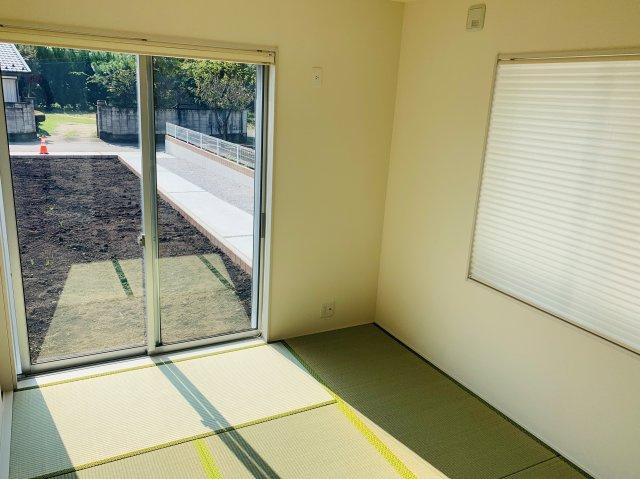 【同仕様施工例】南向きの明るい和室です。掃出し窓なのでお庭にも出られます。