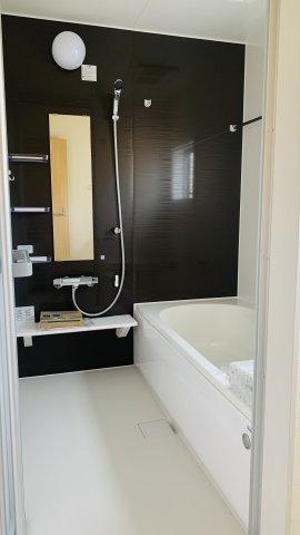 【同仕様施工例】洗面脱衣場 窓があるので換気もできます。カビ予防対策は大事です。