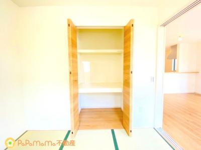 和室に備わった収納スペースです。 お布団やお子様のおもちゃ入れにぴったし☆