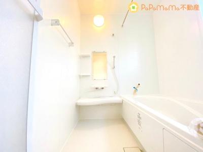 ホワイトカラーで仕上げた浴室で、1日の疲れを癒してください♪