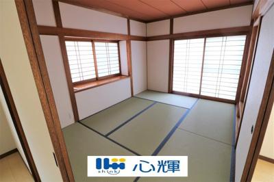 帰宅時や家事の合間の休憩の時、リビングと繋がった畳があると快適です。