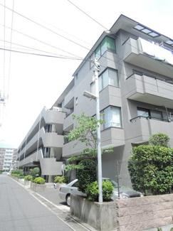 4階建ての鉄骨鉄筋コンクリート構造マンション