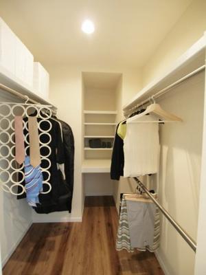 施工事例写真です! ウォークインクローゼットがあると、収納に困らずお部屋が広くお使いいただけ衣替えの必要もないですね♪
